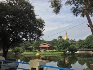 ミャンマーの休日のひと時