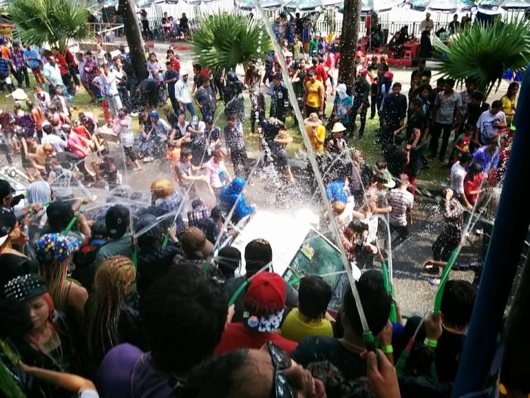 ミャンマー水祭り