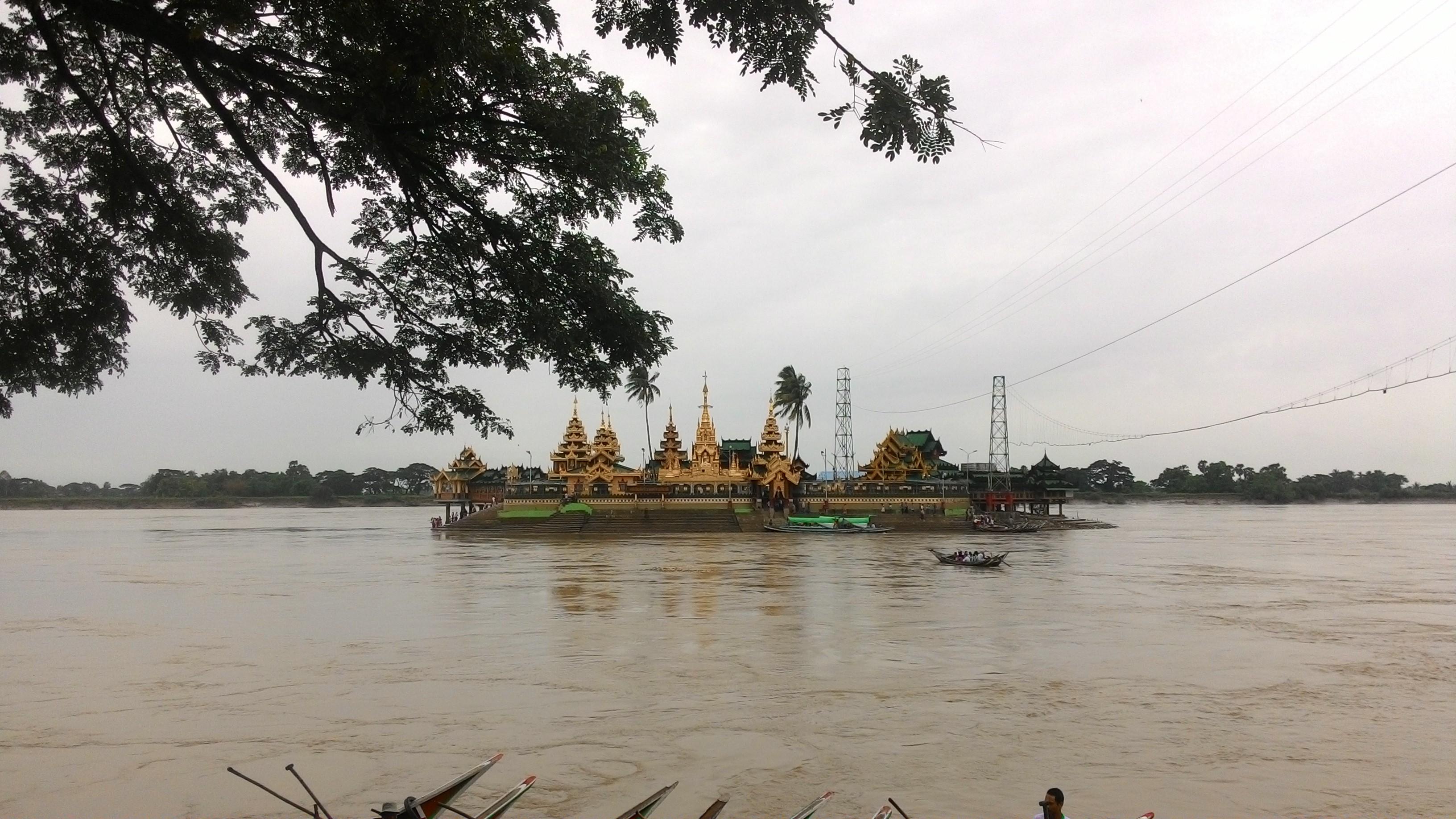 水の中のお寺