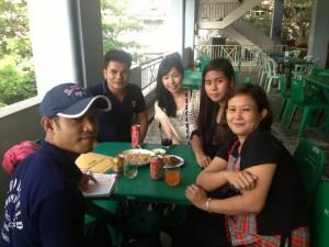素敵な女性ボランティアとミャンマーの学生とのふれあい。日本語を教えるということ