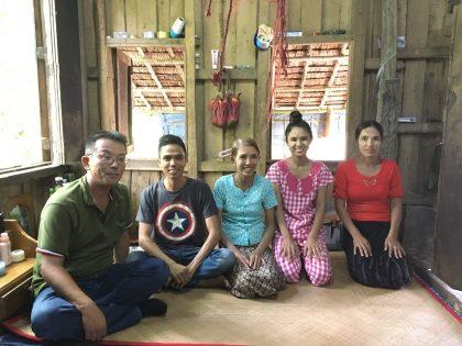 洪水地帯を通り抜け、ヤンゴンから車で6時間ほど走った街へ家庭訪問に。