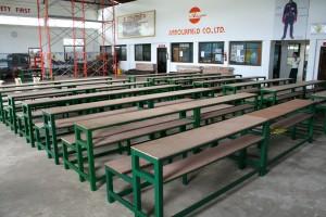 8月のミャンマー洪水で被害が出た学校へ寄付のために作った椅子とテーブル