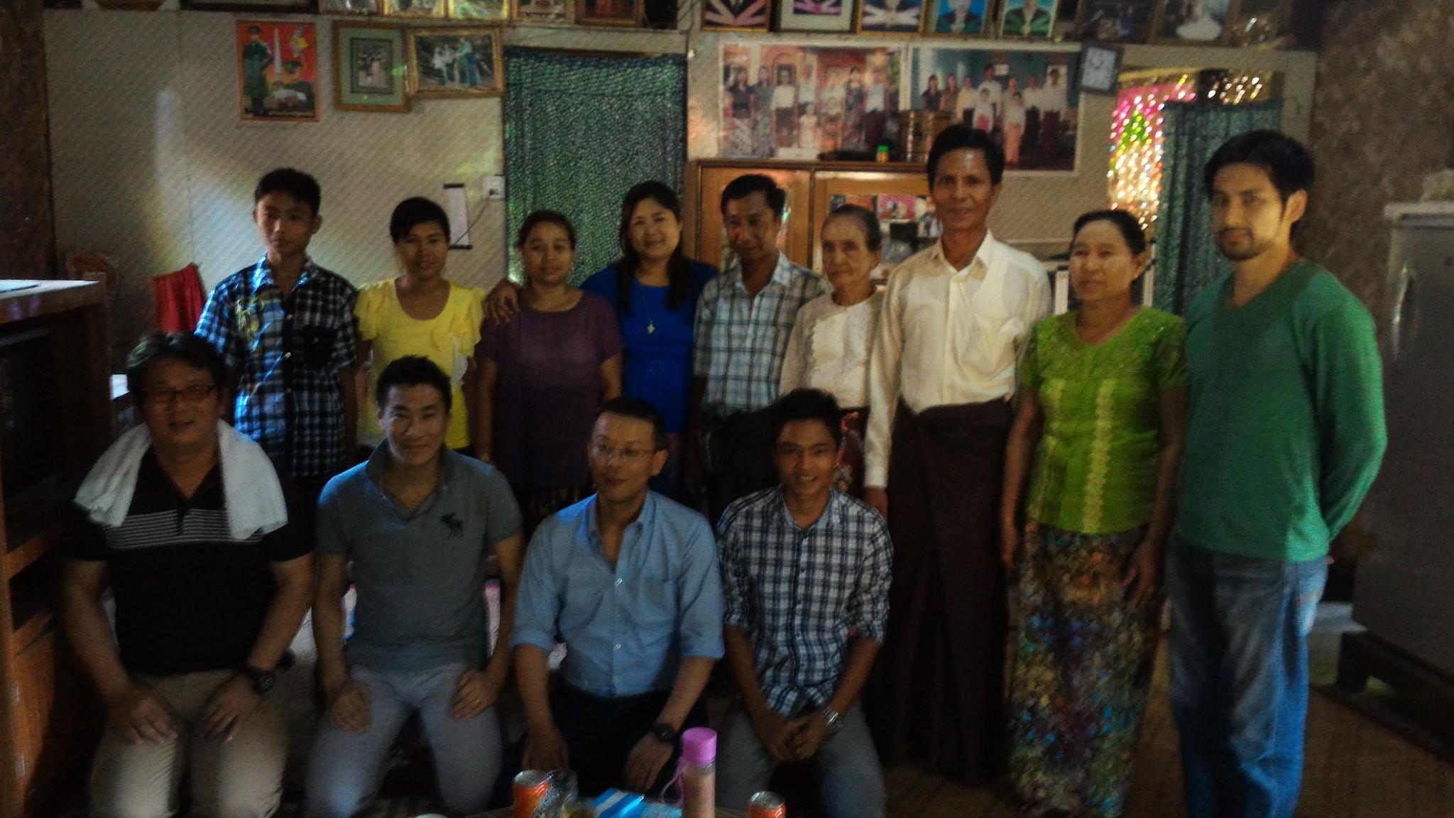 バゴーの街からさらに行った村の実習生の家庭を訪問