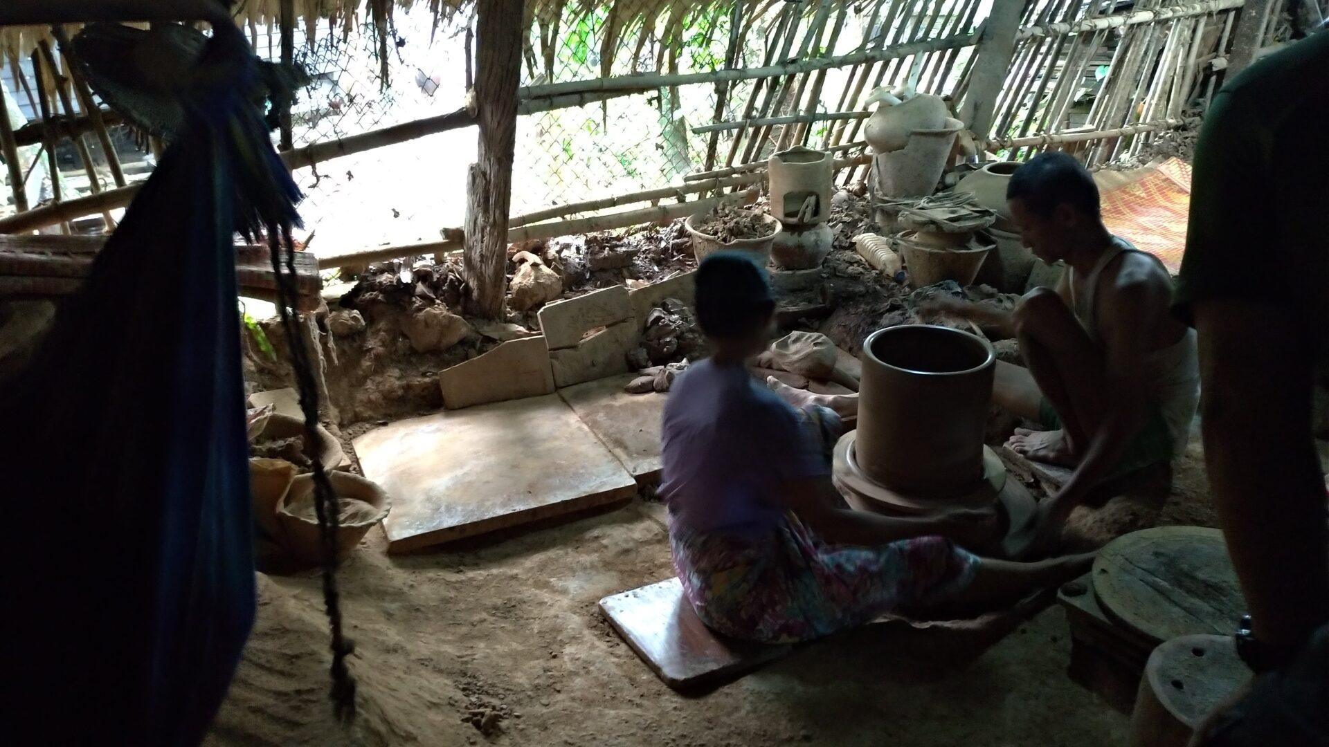 ヤンゴン-トンテイの壺焼きの釜